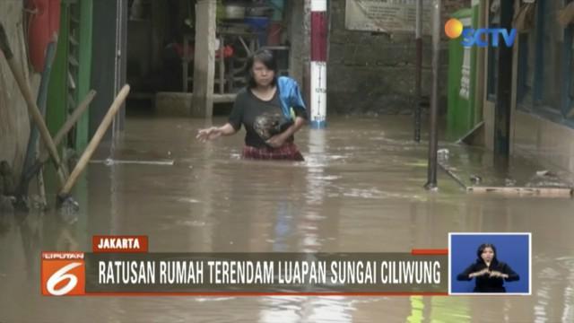 Ratusan rumah di Kebon Pala, Jakarta Timur, terendam luapan Sungai Ciliwung setinggi 1 meter