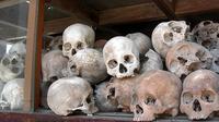 Tulang belulang korban pembantai Khmer Merah alias Genosida di Kamboja pada masa kepemimpinan Pol Pot (Wikimedia Commons)
