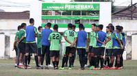 Persebaya saat latihan perdana di bawah pelatih Djadjang Nurdjaman di Lapangan Persebaya, Surabaya, Rabu (5/9/2018). (Bola.com/Aditya Wany)