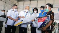 Asabri menyerahkan manfaat program Jaminan Kecelakaan Kerja kepada para korban KRI Nanggala 402 (dok; Asabri)