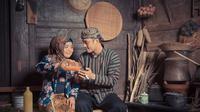 Kemesraan Muzdalifah dan Fadel saat foto studio di Yogyakarta (Sumber: Instagram/Fadelislami__)
