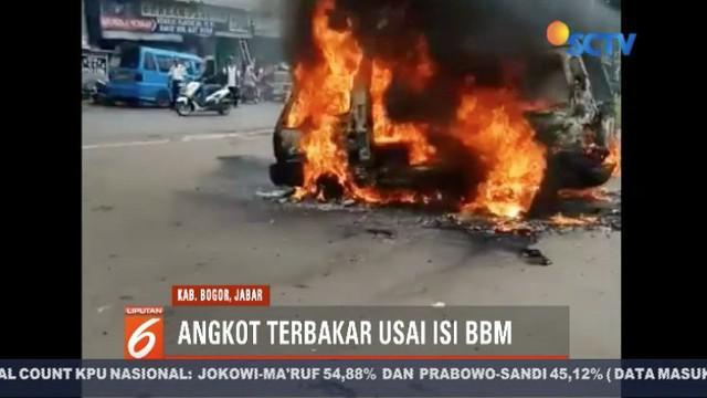 Diduga korsleting pada kabel mobil, angkot jurusan Leuwiliang-Bogor, ludes terbakar usai mengisi bahan bakar di SPBU Leuwiliang.