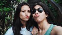 Traveling bareng gaya EL Rumi dan Marsha Aruan super simple. (Instagram/elrumi)