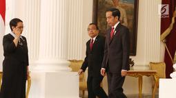 Presiden Jokowi bersiap menerima surat-surat kepercayaan dari para duta besar dalam Penyerahan surat-surat kepercayaan Dubes Luar Biasa dan Berkuasa Penuh (LBBP) untuk Republik Indonesia di Istana Merdeka, Selasa (12/9). (Liputan6.com/Angga Yuniar)