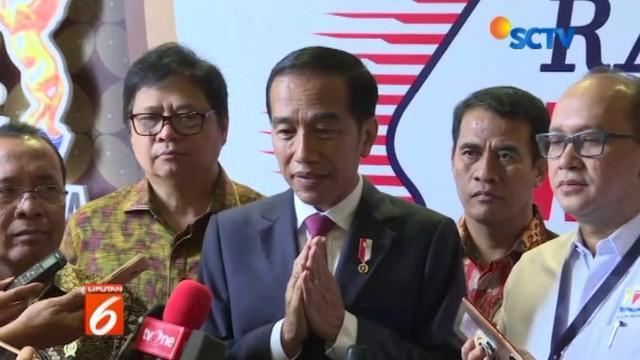 Presiden Jokowi berharap masyarakat bisa bersikap dewasa dan menghormati perbedaan politik masing-masing orang.