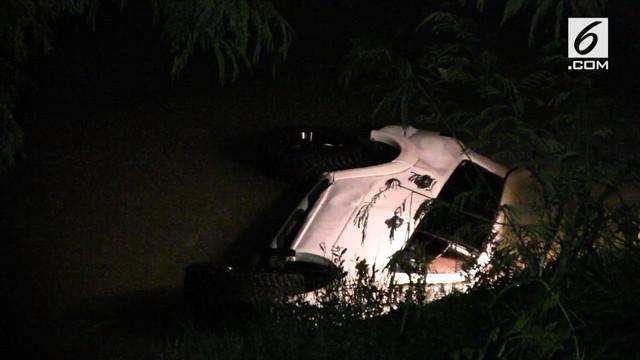 Sebuah mobil Pajero Sport masuk ke dalam sungai dengan kedalaman 20 meter di Kulonprogo, Yogyakarta.