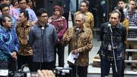 Tiga Pimpinan KPK, Laode M Syarif, Agus Rahardjo dan Saut Situmorang (kiri ke kanan) memberi keterangan, Jakarta, Kamis (12/9/2019). Pimpinan KPK membantah penyataan Alexander Marwata yang menyebut pengumuman pelanggaran kode etik tidak diketahui oleh pimpinan KPK. (Liputan6.com/Helmi Fithriansyah)