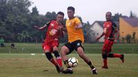 Striker Borneo FC, Lerby Eliandry, saat uji coba melawan Persika di Stadion JIS, Sleman, Selasa (23/1/2018). (Bola.com/Ronald Seger Prabowo)