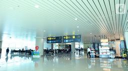 Suasana di ruang tunggu Bandara Internasional Yogyakarta (YIA), Rabu (11/11/2020). Bandara yang melayani sekitar 20 juta penumpang per tahun dibalut dengan warna cat oleh AkzoNobel Decorative Paints Indonesia dan AkzoNobel Performance Coatings Indonesia. (Liputan6.com/Pool)