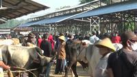 Situasi pasar hewan jelang Idul Adha dikhawatirkan meningkat yang mengakibatkan kerumunan.