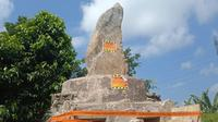 Penampakan penyegelan bakal makam sesepuh tokoh adat Sunda Wiwitan Cigugur Kuningan Pangeran Djatikusumah oleh Satpol PP setempat. Foto (Liputan6.com / Panji Prayitno)