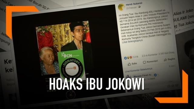 Foto calon presiden nomor urut 01 Joko Widodo atau Jokowi, yang tertangkap kamera bersama seorang ibu berusia sepuh, beredar di media sosial. Oleh sejumlah warganet, gambar itu kemudian dikaitkan dengan sosok asli ibunda pria asal Solo tersebut.