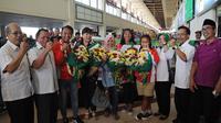 Suasana pengunjung saat berebut foto bersama dengan atlet Jatim yang berlaga di SEA Games  (Liputan6.com / Dimas Angga P)