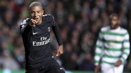 1. Kylian Mbappe (Paris Saint-Germain) - Penyerang Timnas Prancis ini tidak hanya handal dalam menjebol gawang lawan tapi juga didukung dengan kecepatan diatas rata-rata. OVR 89 - 95. (AP/Scott Heppell)