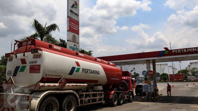 Ilustrasi truk tangki Pertamina. (Liputan6.com/Faizal Fanani)