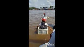 Viral Anak SD Seberangi Sungai dengan Boks Styrofoam, Pengamat: Tak Heran