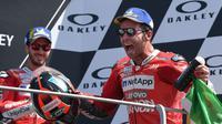 Pembalap Ducati, Andrea Dovizioso, mengaku Danilo Petrucci lebih percaya diri musim ini sehingga bisa memaksimalkan kemampuannya. (AFP/Tizinia Fabi)