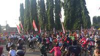 Masyarakat begitu antusias mengikuti Gowes Nusantara di Purbalingga. Ada sekitar 7.000 peserta yang ikut (dok: Kemenpora)