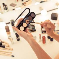 Panduan mengaplikasikan eyeshadow bagi pemula. (Foto: shutterstock.com)