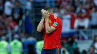 Gelandang timnas Spanyol, Koke bereaksi setelah gagal mengeksekusi penalti pada babak 16 besar Piala Dunia 2018 melawan Rusia di Stadion Luzhniki, Minggu (1/7). Rusia memaksa Spanyol pulang lebih awal setelah kalah adu penalti 4-3. (AP/Victor R. Caivano)