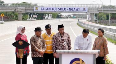 Menteri Rini di sela Peresmian Jalan Tol Trans Jawa segmen Sragen - Ngawi oleh Presiden Joko Widodo (Jokowi) di Rest Area Rest Area KM 538, Sragen, Rabu (28/11/2018). Dok Kementerian BUMN