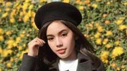 Seleb kelahiran 11 Februari 2000 ini semakin terlihat menawan saat memakai topi. Ketika berlibur, ia memilih topi yang senada dengan busananya. Gaya penampilan Fay Nabila pun dibanjiri pujian warganet.(Liputan6.com/IG/@faynabilalxndr)