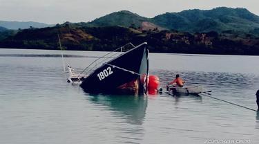 Kapal Todak 02 yang merupakan bantuan dari Kementerian Kelautan dan Perikanan (KKP) yang dihibahkan ke Pemerintah Daerah Kabupaten Boalemo tenggelam (Arfandi Ibrahim/Liputan6.com)
