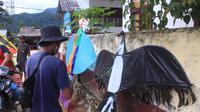 Pemuda di Kelurahan Mambi Mamasa menggelar festival layang-layang di Hari Proklamasi (Foto: Liputan6.com/Abdul Rajab Umar)