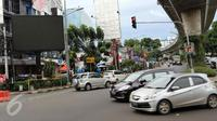 Polisi menangkap penggugah video porno di Jalan Prapanca. Sementara orang dekat Padepokan Dimas Kanjeng dikabarkan simpan trilyunan rupiah.