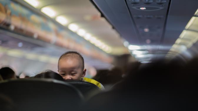 bayi di pesawat/copyright: unsplash/octav cado