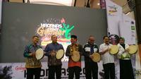 Deputi III Kemenpora, Raden Isnanta (ketiga dari kanan) saat membuka Haornas bersama Gubernur Kalsel Shabirin Noor (kedua dari kiri) (istimewa)