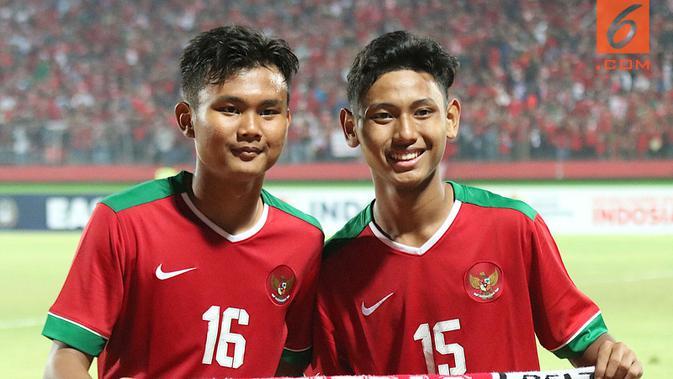 Bek Timnas Indonesia U-16, Komang Teguh Triasnanda (kiri). (Bola.com/Aditya Wany)#source%3Dgooglier%2Ecom#https%3A%2F%2Fgooglier%2Ecom%2Fpage%2F%2F10000
