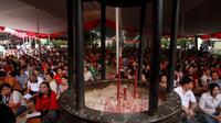 Dalam perayaan hari raya Waisak Sekitar 8.000 umat Buddha hadir di Wihara Ekayana Arama di Duri Kepa, Kebon Jeruk, Jakarta Barat, Kamis (15/5/2014) (Liputan6.com/JohanTallo)