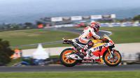 Marc Marquez, pembalap Repsol Honda, saat tengah melakoni kualifikasi MotoGP Australia 2016 di Sirkuit Phillip Island, Sabtu (22/10/2016). (Crash)