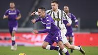 Franck Ribery dan Aaron Ramsey pada pertandingan Liga Italia antara Juventus dan Fiorentina, di Stadion Allianz di Turin, Italia, Selasa, 22 Desember 2020. (Fabio Ferrari / LaPresse via AP)