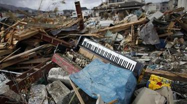 Gempa dan tsunami yang melanda wilayah Tohoku, Jepang, mengakibatkan banyaknya korban jiwa dan kerugian yang tak sedikit (Foto: Reuters).