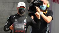 Pembalap Mercedes, Valtteri Bottas meraih pole position pada sesi kualifikasi Formula 1 (F1) 2020 di Sirkuit Silverstone, Inggris, Sabtu (8/8/2020). (Bryn Lennon / POOL / AFP)