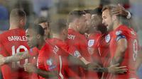 Penyerang Inggris, Marcus Rashford (kedua kanan) berselebrasi bersama rekan-rekannya usai mencetak gol ke gawang Bulgaria pada pertandingan Grup A Kualifikasi Piala Eropa 2020 di Vasil Levski National Stadium, Sofia (15/10/2019). Inggris menang telak 0-6 atas Bulgaria. (AP Photo/Vadim Ghirda)