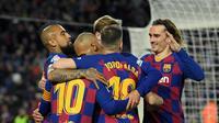 Pemain Barcelona rayakan gol tunggal Lionel Messi (Lluis Gene/AFP)