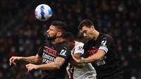 Olivier Giroud (kiri) mencetak gol kemenangan AC Milan atas Torino pada lanjutan Liga Italia serie A (AFP)