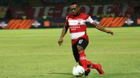 David Laly, gelandang Madura United. (Bola.com/Aditya Wany)