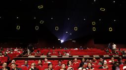 Suasana kemeriahan saat peluncuran film 25 tahun Satria Muda di XXI Epicentrum, Jakarta, Kamis (15/11). Peluncuran ini dalam rangka peringatan hari jadi SM yang ke-25 tahun. (Bola.com/Yoppy Renato)