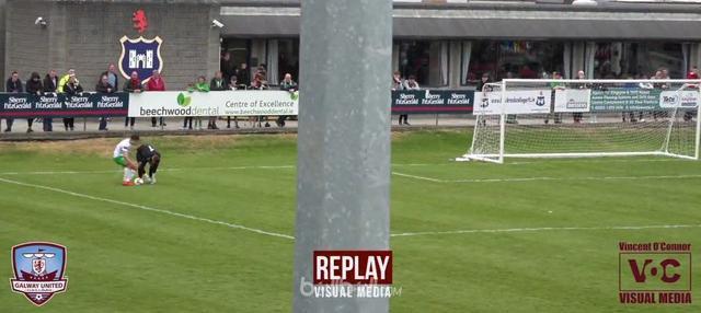 Kiper Galway United, Tadhg Ryan, lupa dengan peraturan sepakbola dan menyebabkan timnya menelan kekalaha. This video is presented by Ballball.
