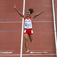 Ekspresi pelari putri Indonesia, Triyaningsih, setelah meraih emas nomor lari 5.000m SEA Games 2015. (Bola.com/Arief Bagus)