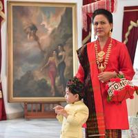 Penampilan Iriana Jokowi saat upacara peringatan HUT RI ke 74 di Istana Negara mengenakan baju adat Minang. Sumber foto: Instagram Ulin Yusron.