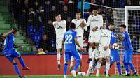 Duel Getafe vs Real Madrid dalam lanjutan La Liga 2018-2019 di Coliseum Alfonso Perez, Jumat dini hari WIB (26/4/2019). (AFP/Javier Soriano)