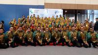 Para tenaga kesehatan teladan puskesmas dari wilayah Indonesia berfoto bersama Menteri Kesehatan Republik Indonesia, Dokter Terawan Agus Putranto  di Indonesia Convention Exhibiton (ICE) Bumi Serpong Damai (BSD), Tangerang Selatan pada Sabtu, 9 November 2019. (Aditya Eka Prawira/Liputan6.com)