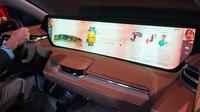 Perusahaan startup asal China, Byton, menghadirkan mobil SUV listrik dengan head-unit display touchscren berukuran 48 inci. (Mashable)