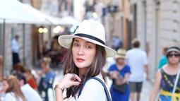 Cewek blasteran Indonesia - Austria ini semakin terlihat sisi bulenya ketika berlibur di Italia 2 tahun silam. (Liputan6.com/Instagram/@lunamaya)