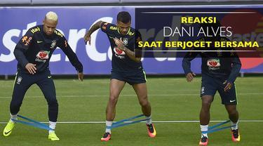 Video reaksi Dani Alves saat melihat bintang Barcelona dan Real Madrid berjoget bersama.